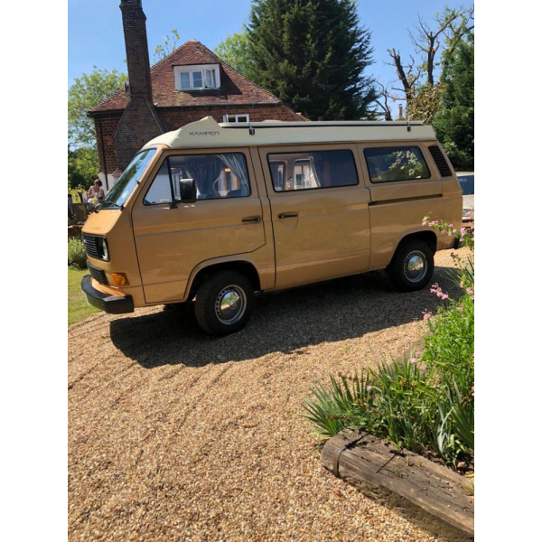 T25 in excellent condition, all original fittings in full working order, sought after colour